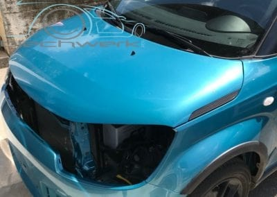 Tuerkis Metallic Motorhaube